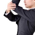 肘の内側・外側が痛い…伸ばすと痛い…原因は?対処法は?