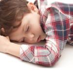 横になると頭痛がする・ひどくなる場合の原因や対処法