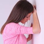 ふらつきの原因は何?考えられる病気と対処法について